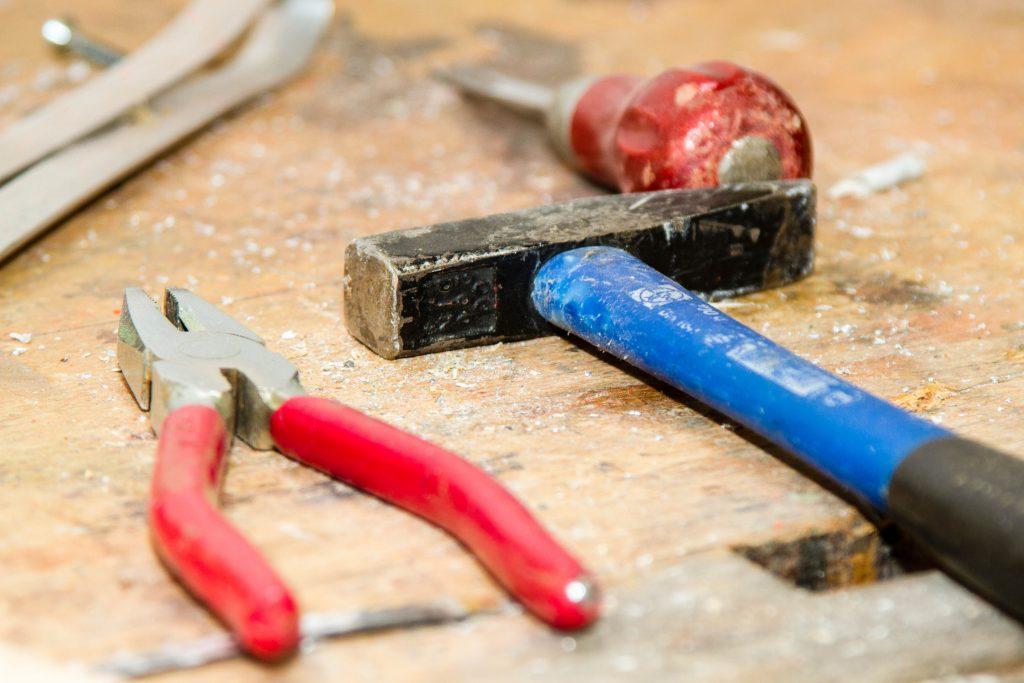 tool-work-bench-hammer-pliers-53987